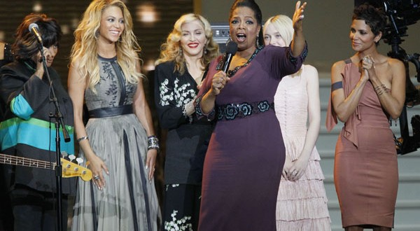 Stars, fans fill Chicago's United Center for Oprah farewell
