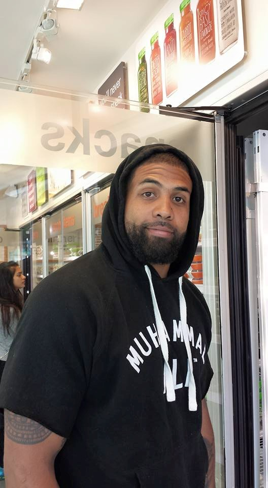 """@NewsWitAttitude: Just saw this guy in Snap Kitchen yesterday and said """"Hey, let me send your picture to my son!""""...He looked at me like """"OK, crazy lady"""" and was very cool. Now, we just learned he has been released from the Houston Texans... Good luck to Arian Foster... thanks for riding with Houston this long!"""