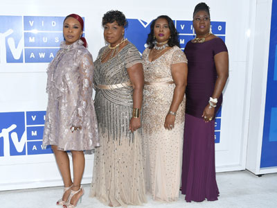 """Beyonce' invites """"Mothers of The Movement"""" to the VMAs"""