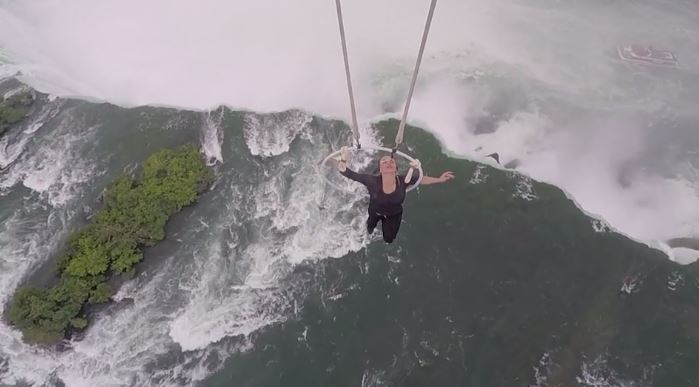 [WATCH] Flying Wallendas: Woman hangs by teeth over Niagara Falls